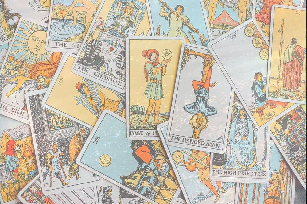 TAROT READING: Pisces Full Moon September 2020 Girl and Her Moon