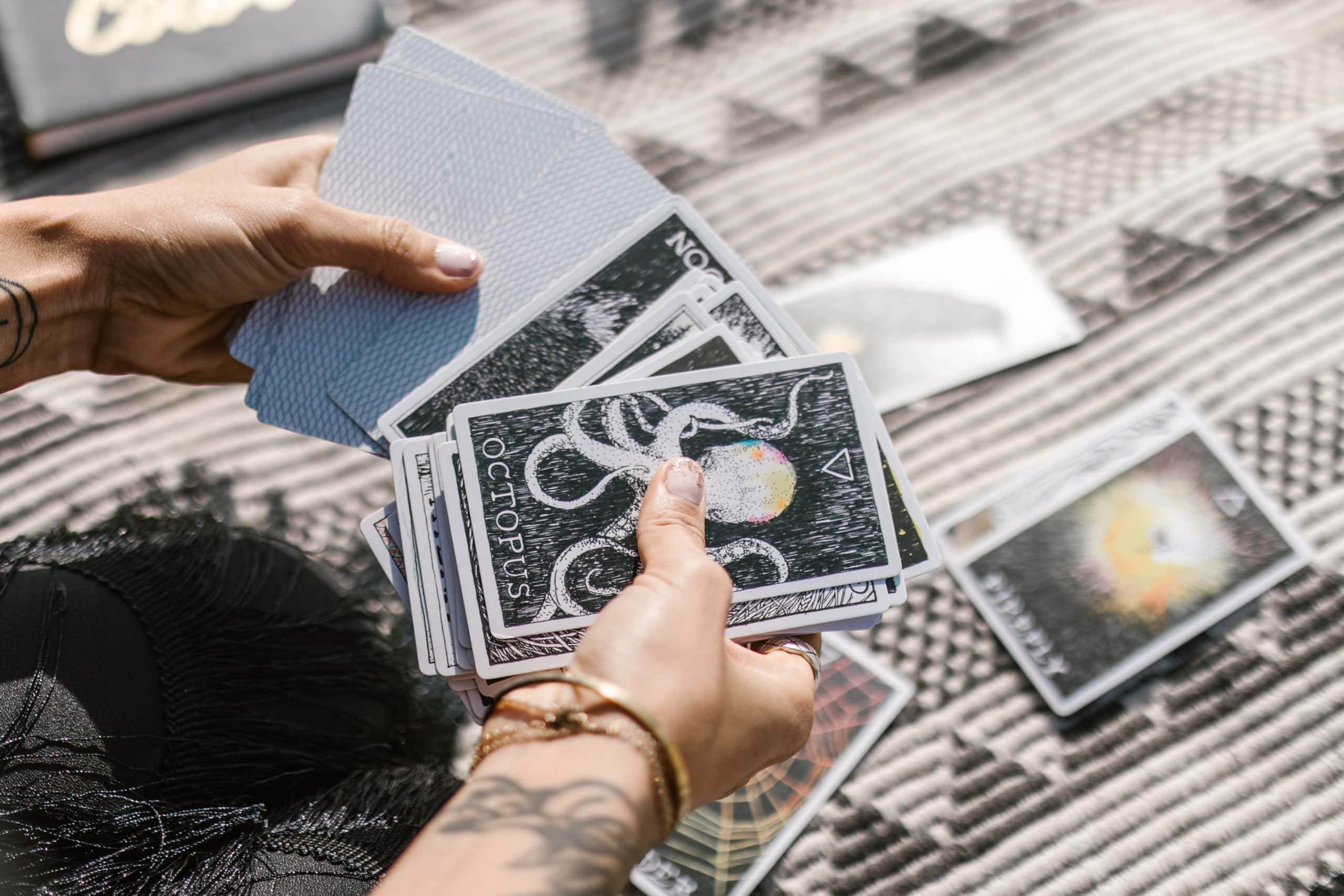 Leo New Moon & Lions Gate Portal August 2021: Zodiac Tarot Reading Girl and Her Moon